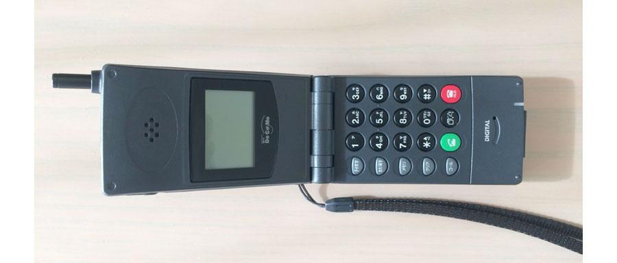 ドコモの1993年のデジタルムーバN