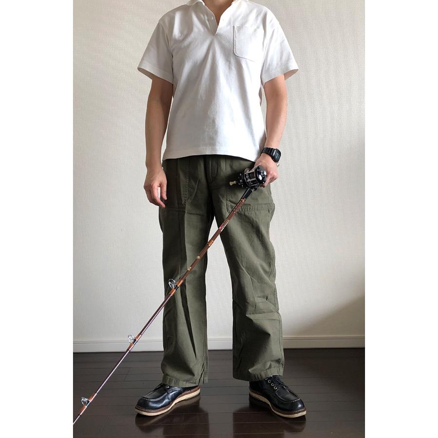 ユニクロ×エンジニアド ガーメンツ・オーバーサイズポロシャツとベイカーパンツ