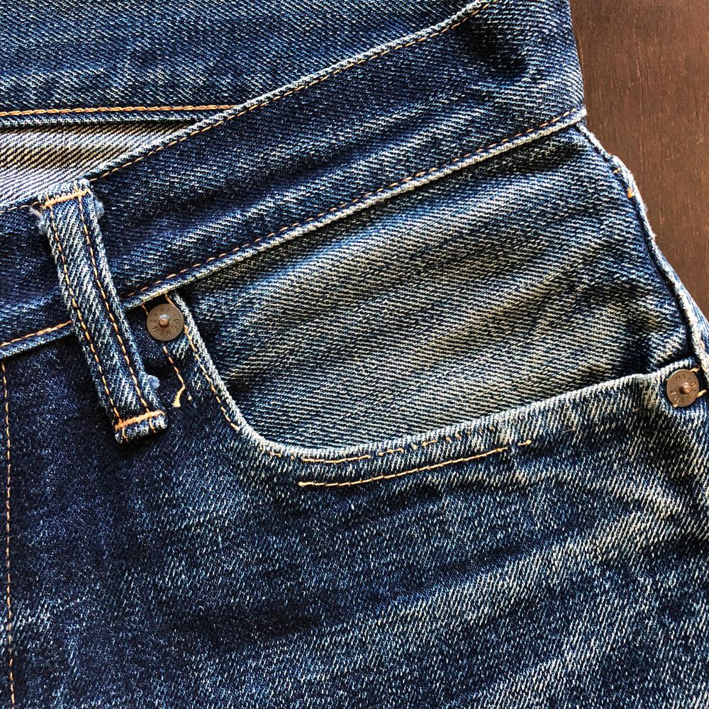 リーバイス501XXダブルエックスと旧ドゥニームXXタイプの色落ちの比較 旧ドゥニームのポケット部分のステッチ