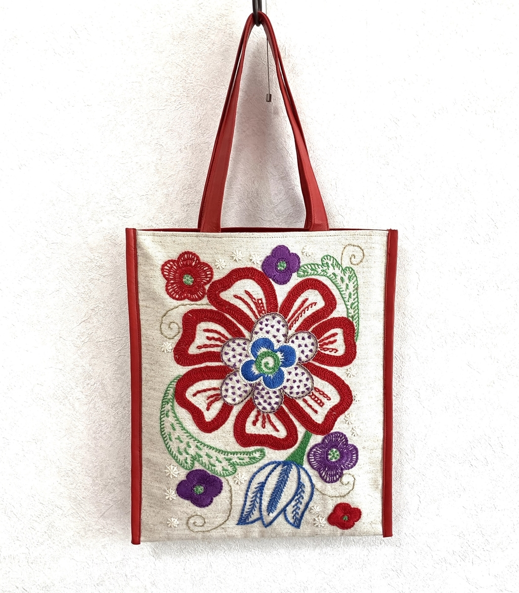 embroidered-bag photo