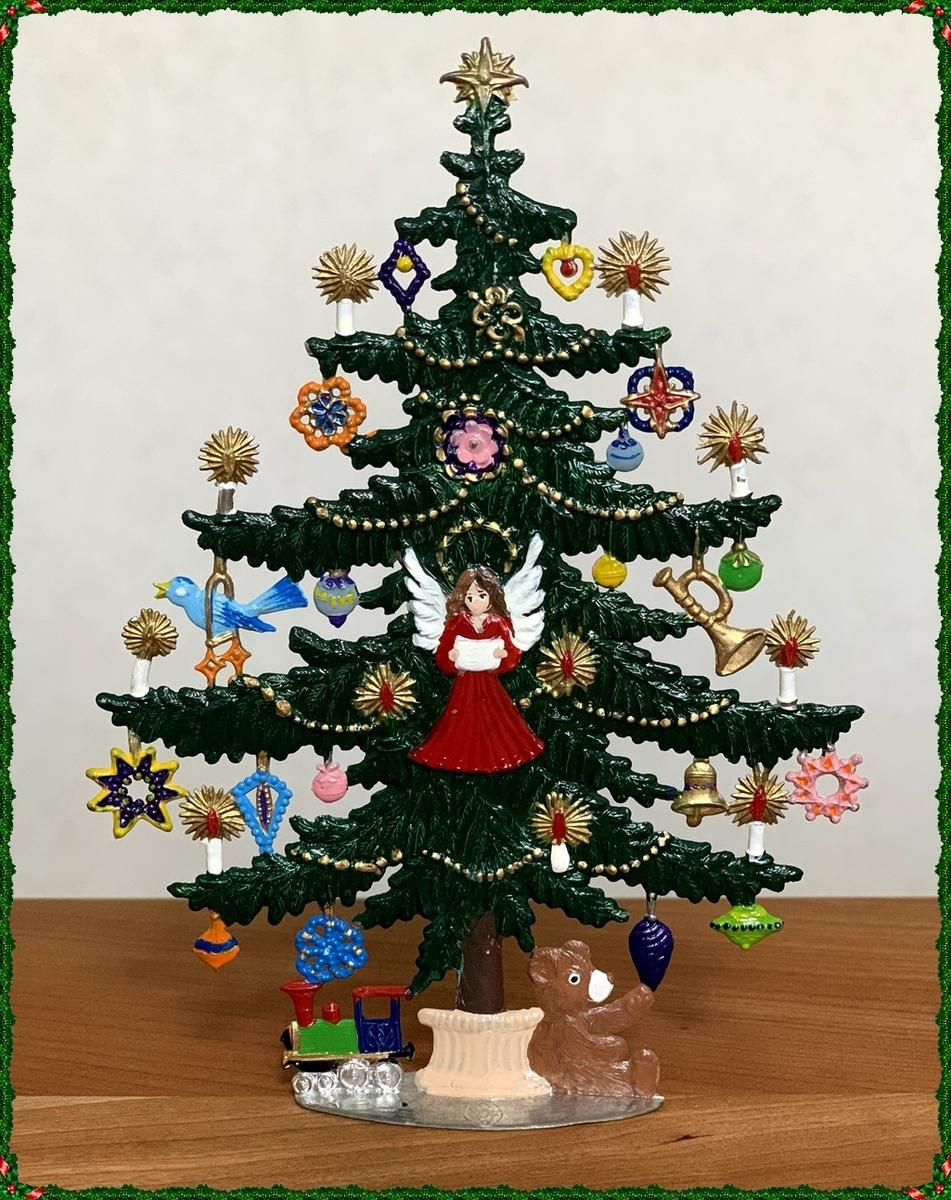 ピューターペイントのクリスマスツリー