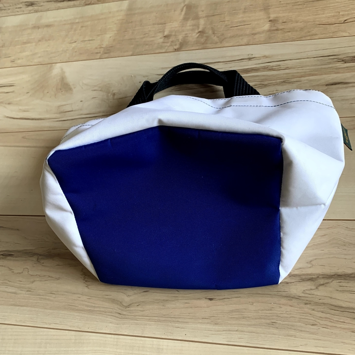 エルベシャプリエのバッグ、底部