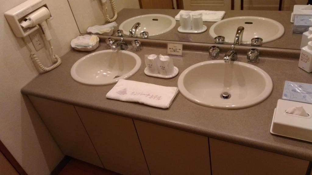 部屋に備え付けの洗面所にはアメニティも