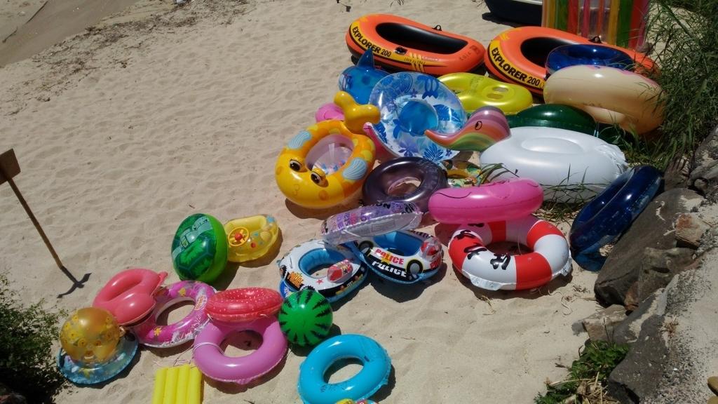 有料で貸し出している浮き輪など