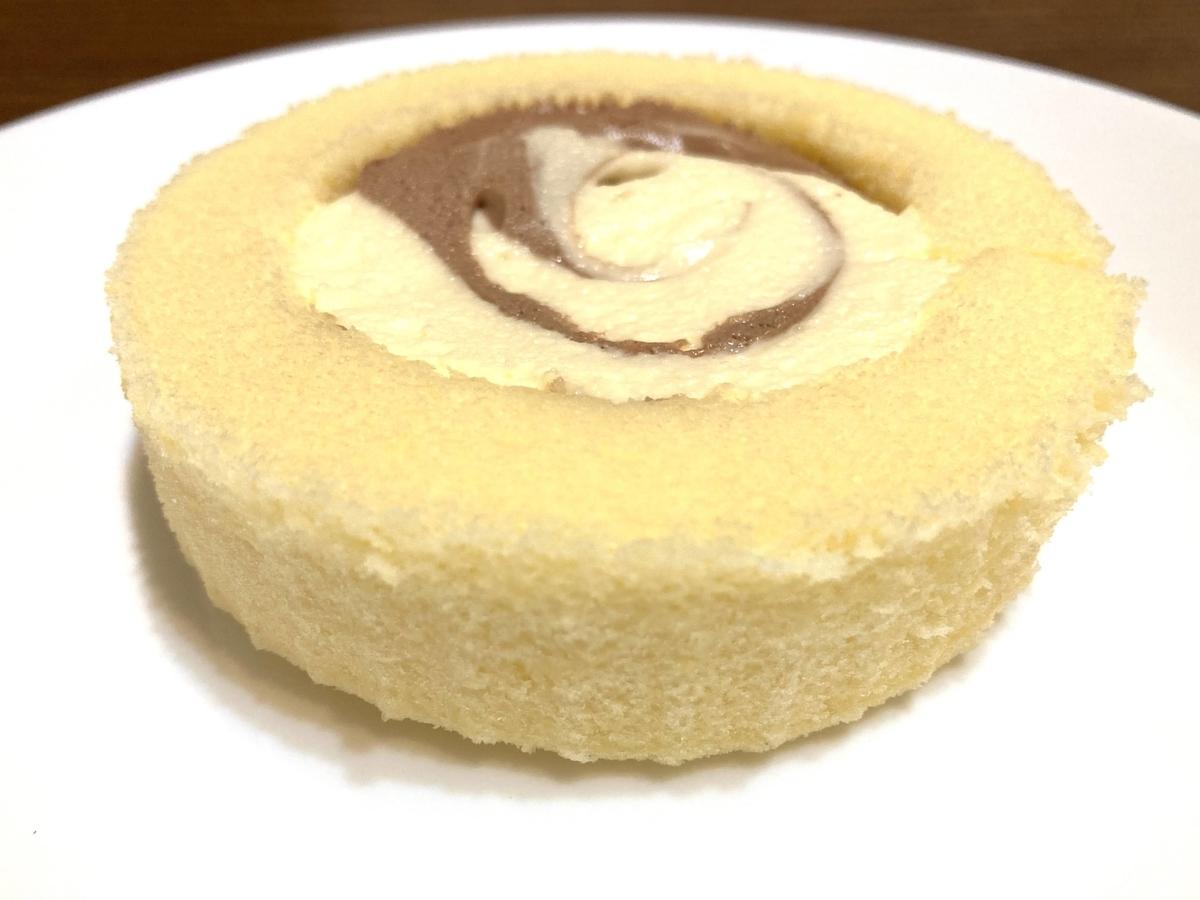ローソン「Uchi Café×八天堂 かすたーどチョコロール」、食べてみた感想!