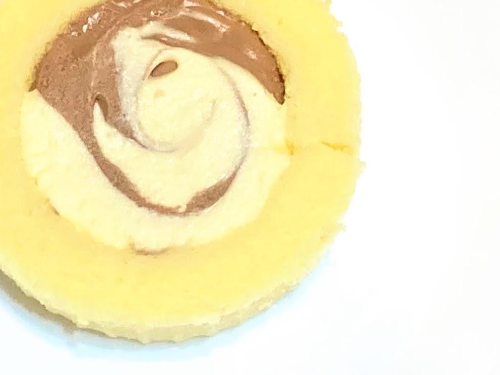 ローソン「Uchi Café×八天堂 かすたーどチョコロール」の見た目
