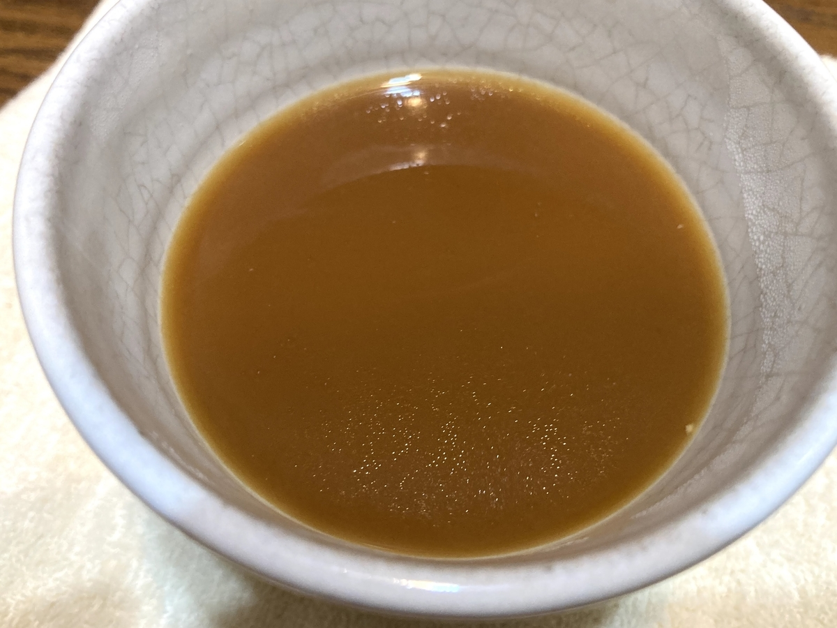 ホットコーヒーにココナッツミルクを一杯入れるだけ