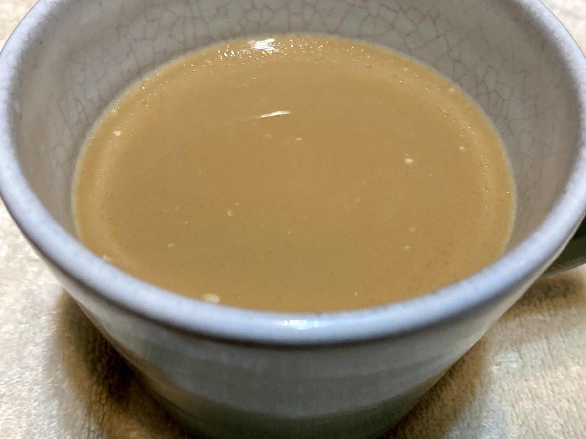 コーヒーにココナッツミルク大さじ4杯