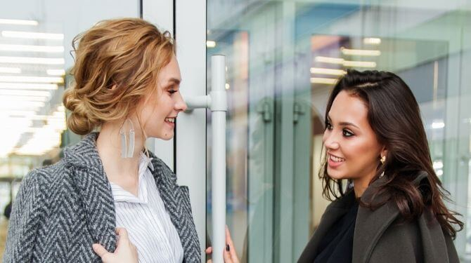 女性の会話画像