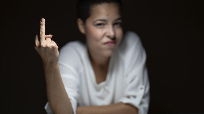 怒った女性画像