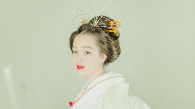 綿帽子をかぶる女性綿帽子画像