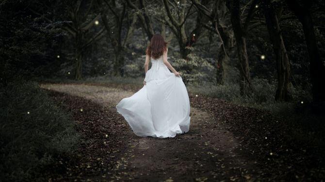 ウェディングドレスの女性画像