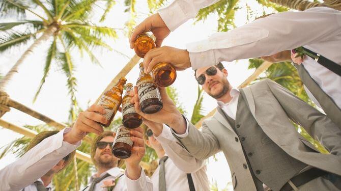 結婚式のゲスト画像