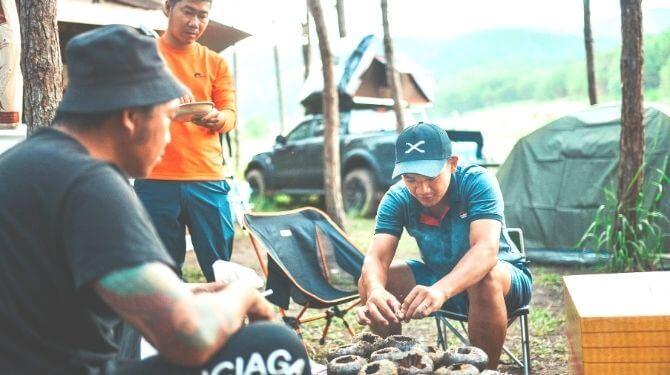 ベトナム男性たちの写真