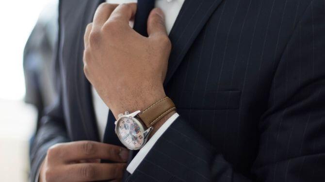 スーツを着た男性の画像