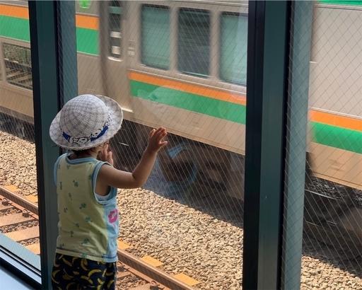 恵比寿駅地下道でトレインビュー
