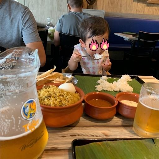 本場のインド料理屋で食べる2歳児