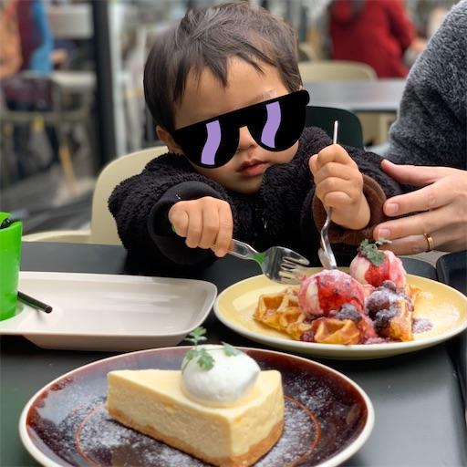 グッドモーニングカフェでワッフルとケーキのスイーツタイム