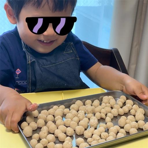 タピオカを作る2歳児