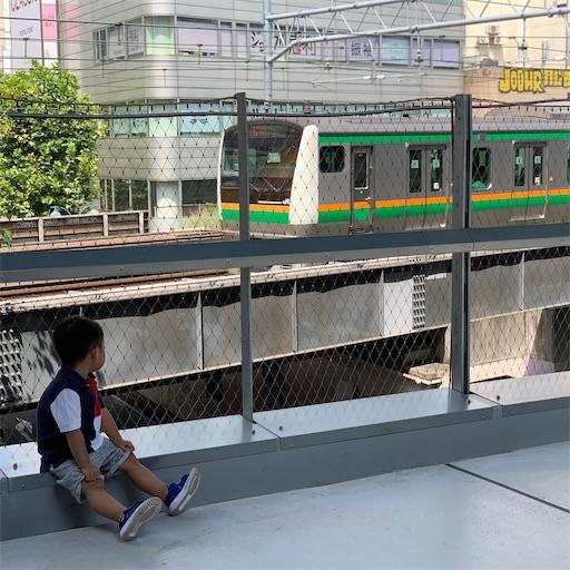 ミヤシタパークで電車を眺める