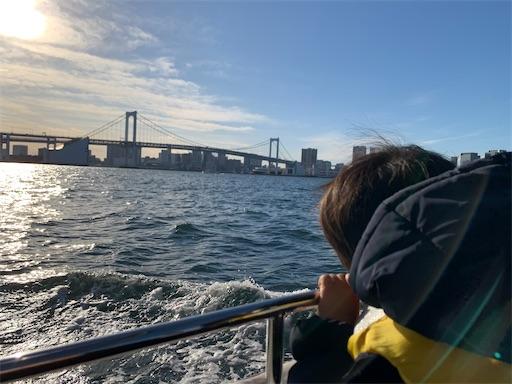 海からのぞむレインボーブリッジ