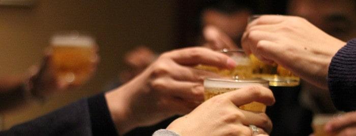 挿絵(ビールで乾杯)
