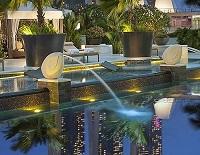 ホテルでプール