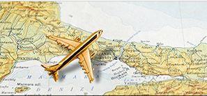 飛行機と世界地図