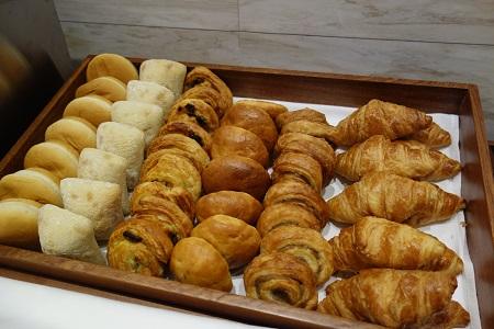 香港のホテルでパン