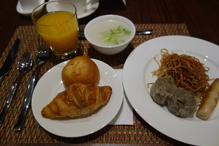 香港のホテルで食事