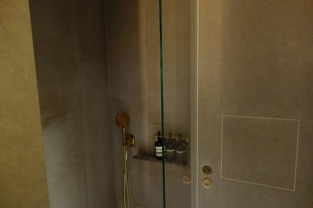 香港キャセイラウンジのシャワー室