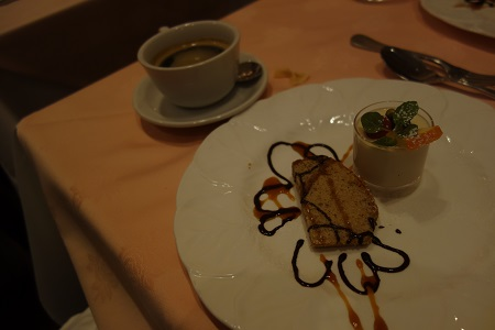 レストランで栗のシフォンケーキ