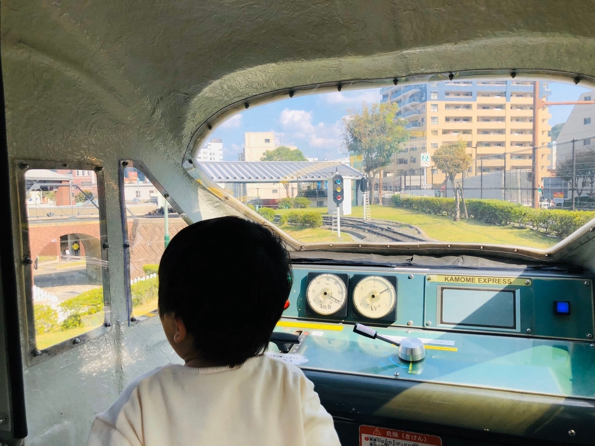 ミニ列車の車内を撮影した写真