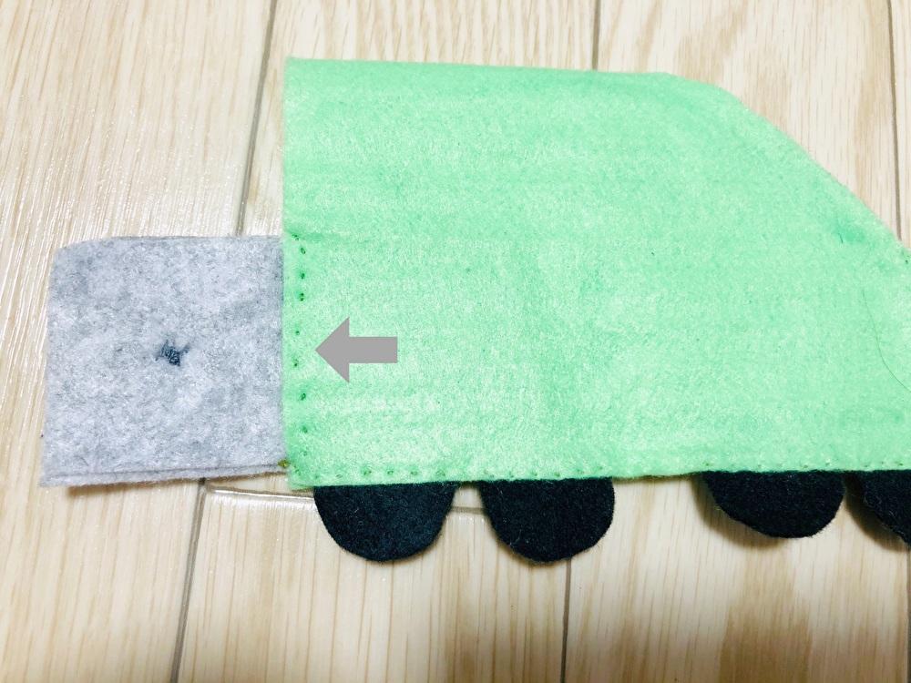 縫い付け箇所を説明している写真