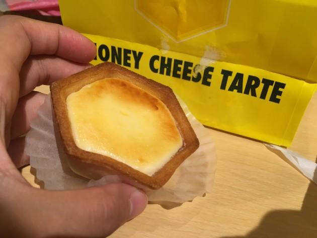 箱根湯本のオススメ食べ歩きグルメのハニーチーズタルト