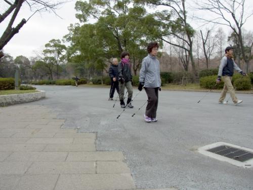 2012.01.14 講習会(大阪城公園) 初心者はまずポールになれることか