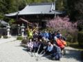 2012.03.14 高取雛めぐりウオーク 子嶋寺でポーズ