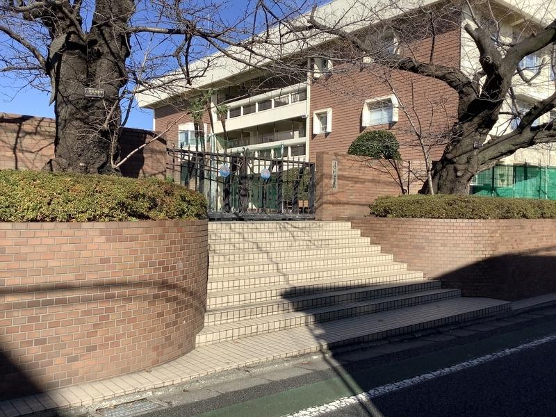 清明学園校門