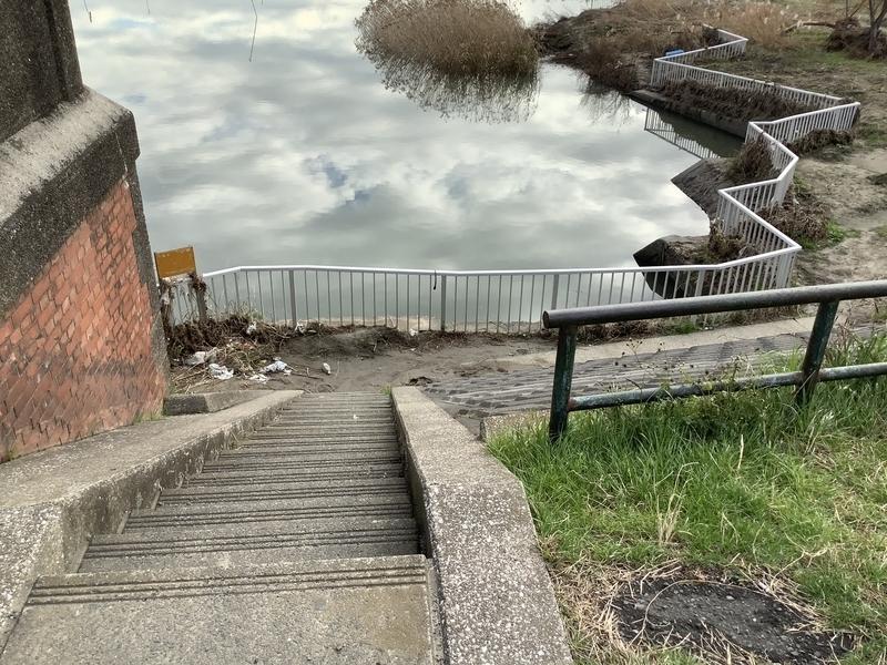六郷水門脇の階段