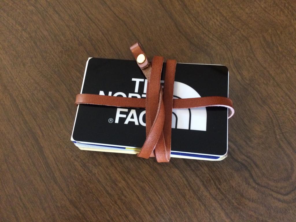 最強のカードケースならぬカードを紐で縛るカード紐留め03