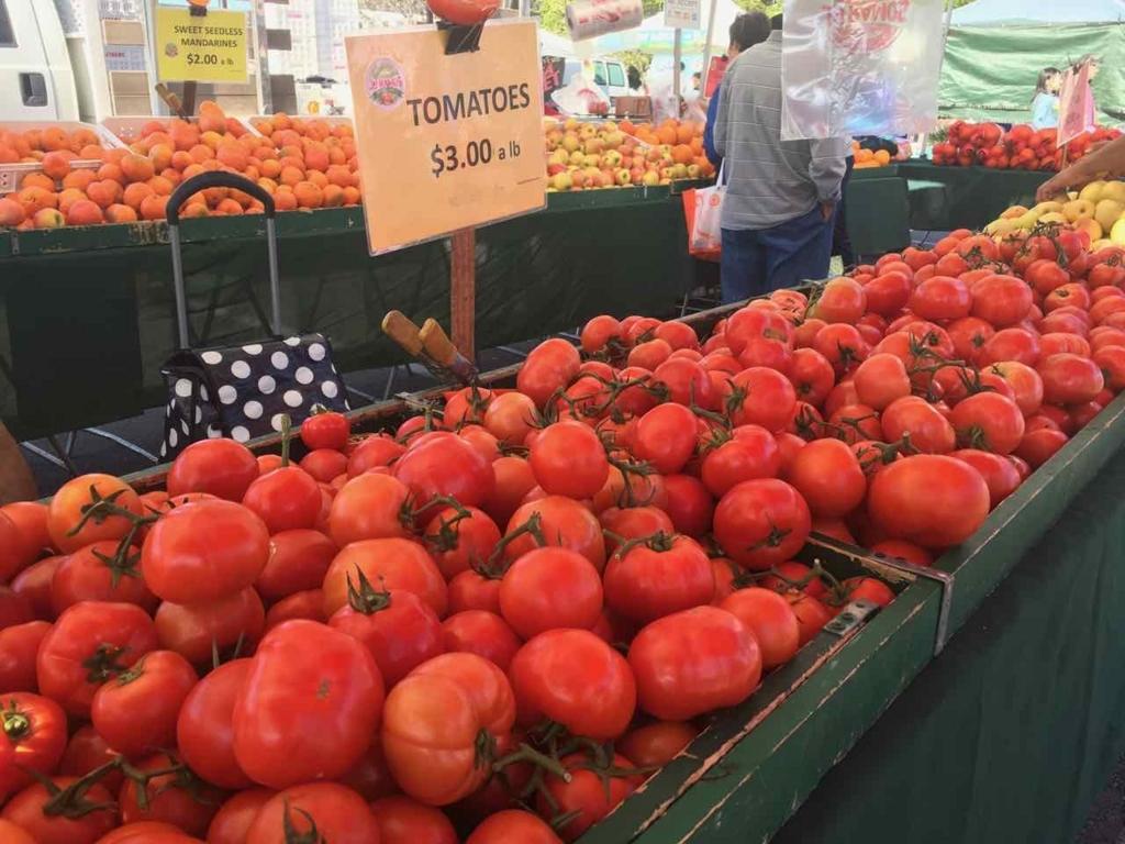ファーマーズ・マーケットのトマト