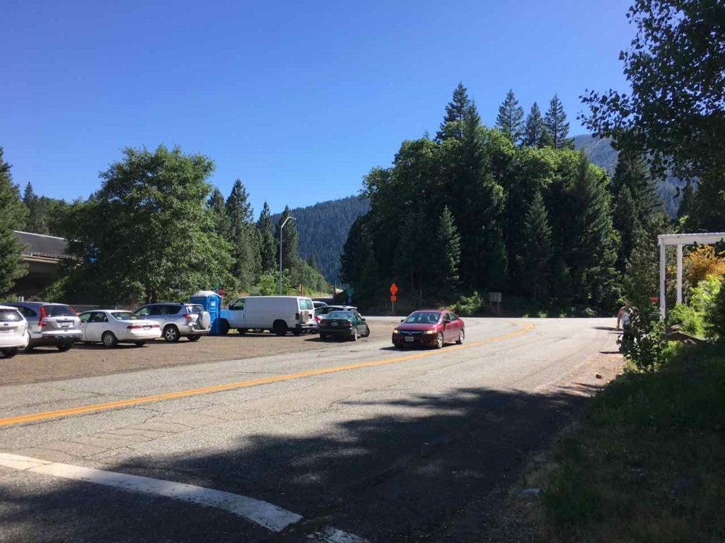 Parking for Hedge Creek Falls