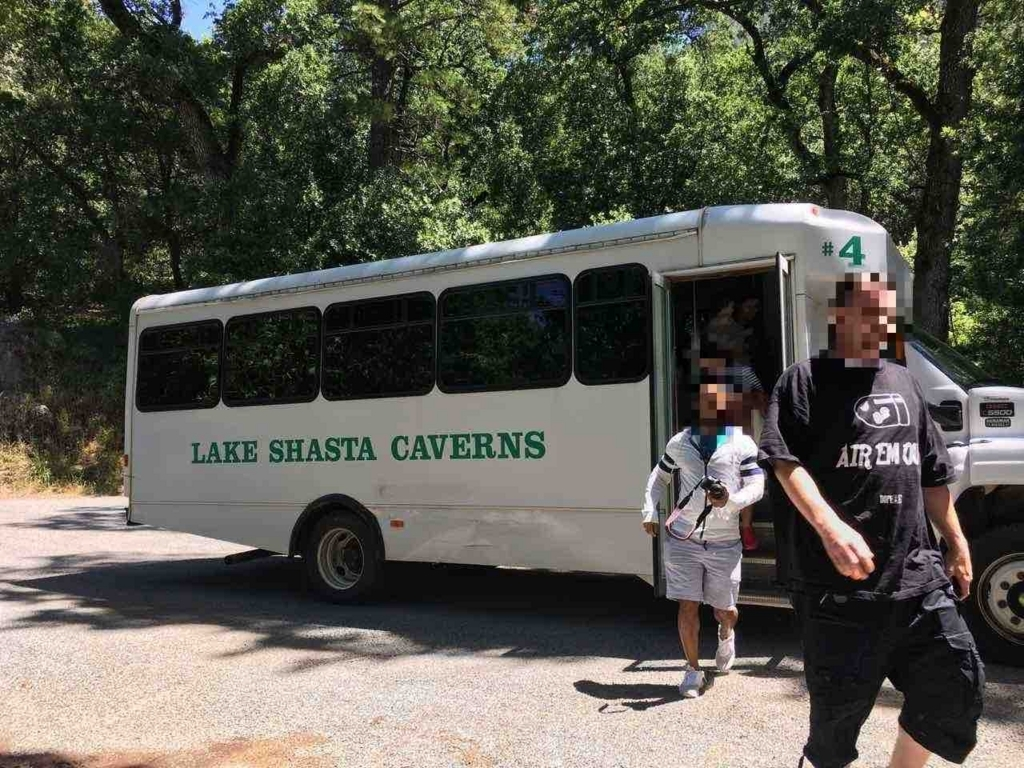 Lake Shasta Cavernsのバス
