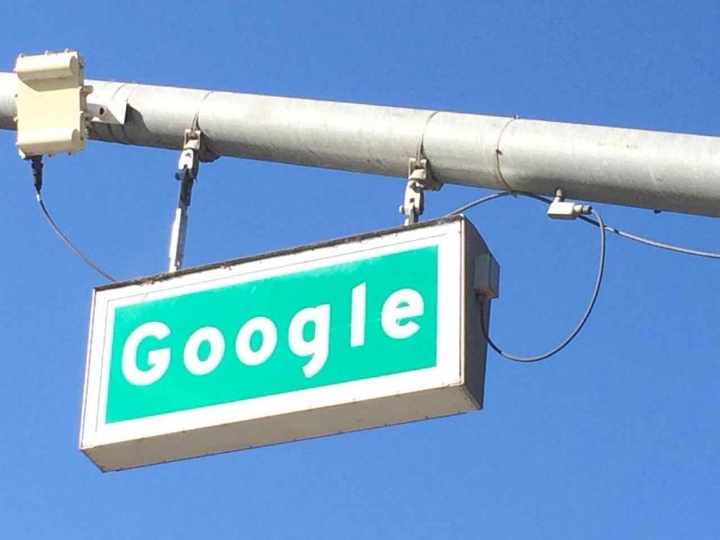 Google本社の前はGoogle通り
