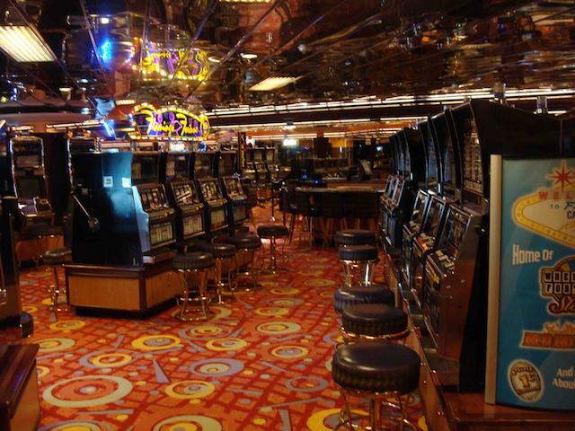 クルーズ船内のカジノ
