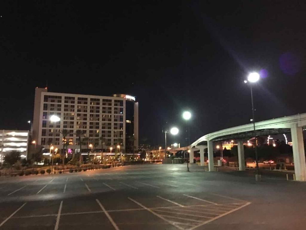 モノレール駅から見えるRenaissanceホテル