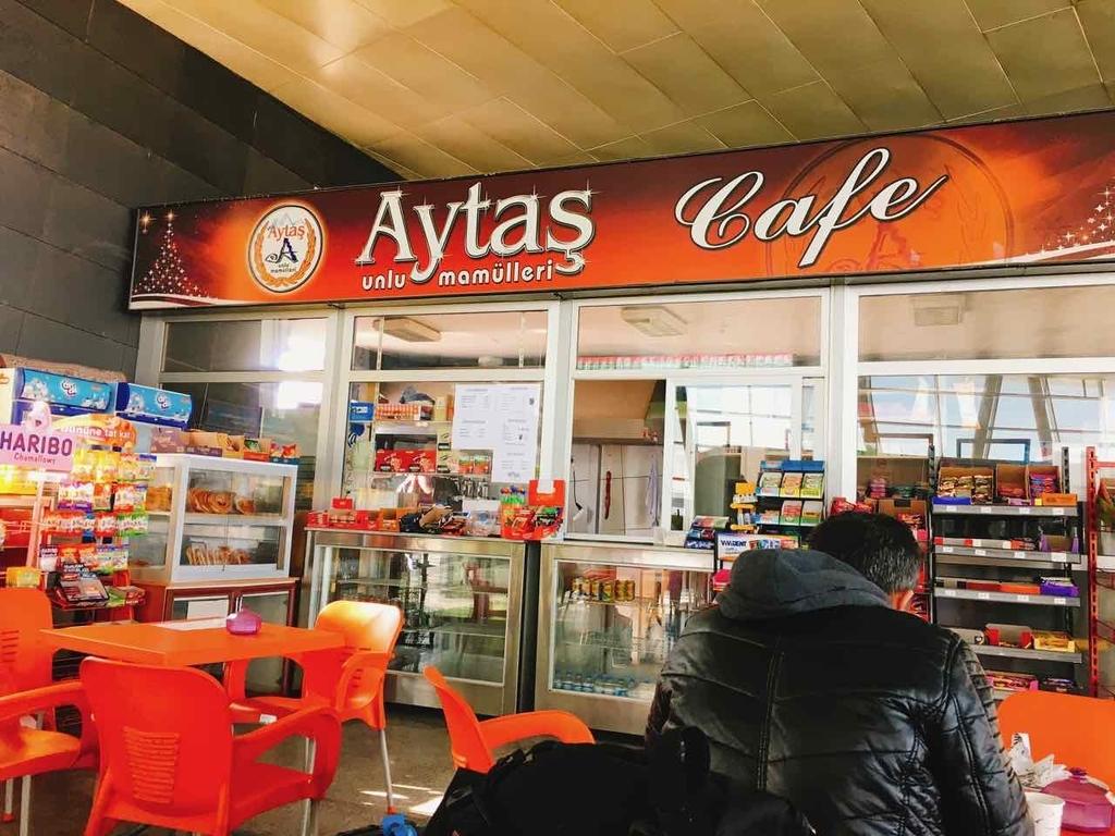 バスターミナルのカフェ