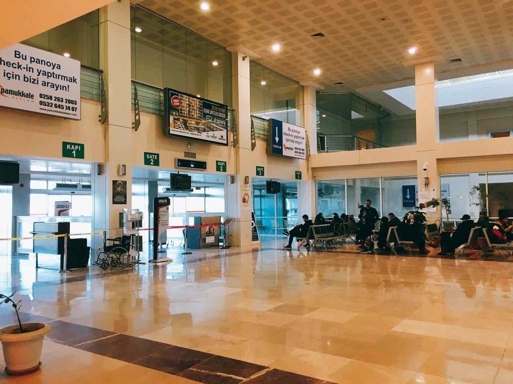 デニズリ空港の搭乗エリア