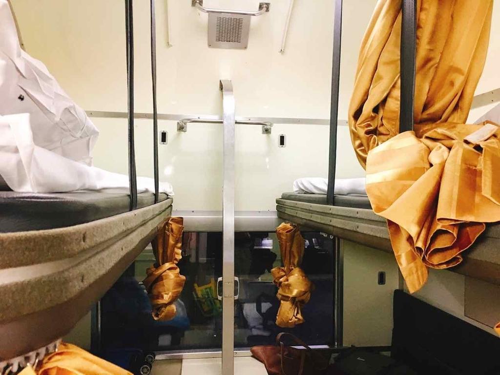 タイ 寝台列車 2等車