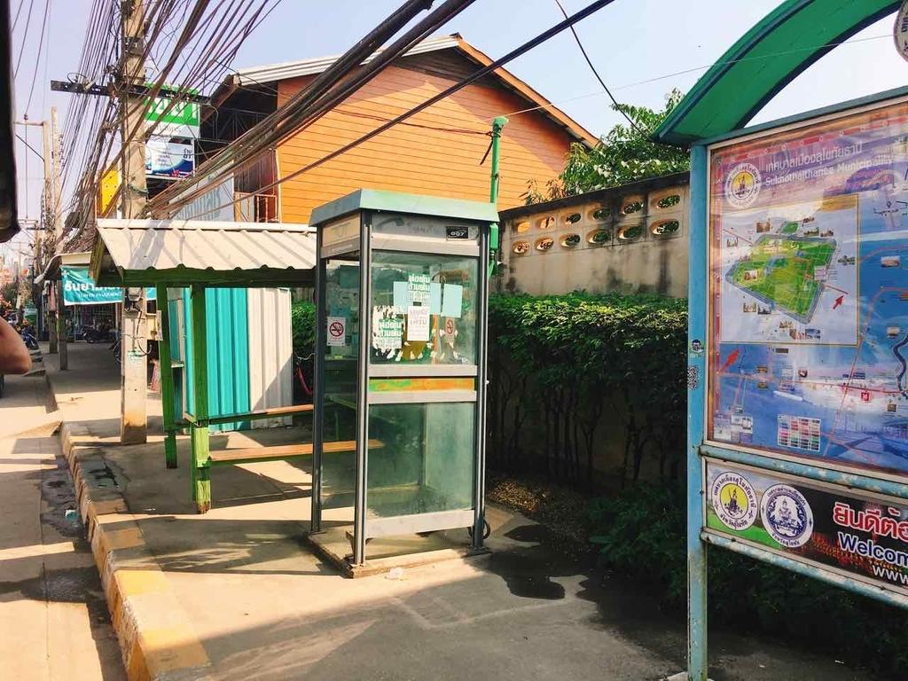 スコータイ新市街のバス停